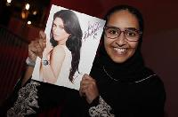 Kardashian brings out fans, Islamists & police in Bahrain