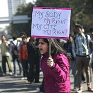 Delhi gang-rape victim has brain injury, infection in lungs