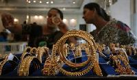 Record rupee weakness triggers recovery in gold