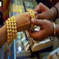 Gold traders refrain from buying