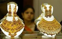 Gold importers buy as prices hit 1-month low