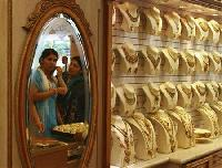 Gold demand stays muted on weak rupee