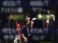 Asian shares weighed by patchy growth outlook