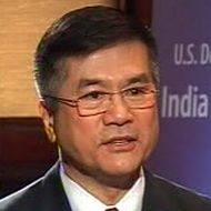 US visa fee hike temporary; not aimed at India: Gary Locke