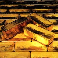 Gold extends gains, physical trading weak