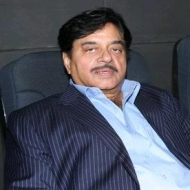 Shatrughan Sinha wants Ambareesh to quit smoking